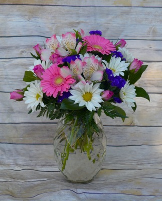 Pretty Blooms Bouquet from Wren's Florist in Bellefontaine, Ohio